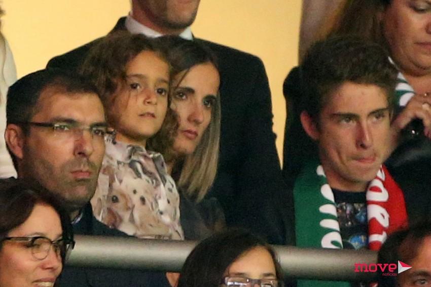 A mulher de João Moutinho, Ana Sofia, com a filha mais velha do casal, Lara