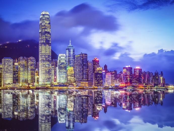 Fevereiro - Hong Kong - O turista que visita Hong Kong em fevereiro encontra as celebrações do Ano Novo chinês e as temperaturas agradáveis