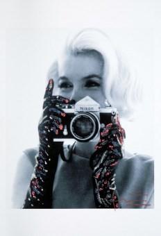stern-lavenderll_lights-camera-gloves_x340