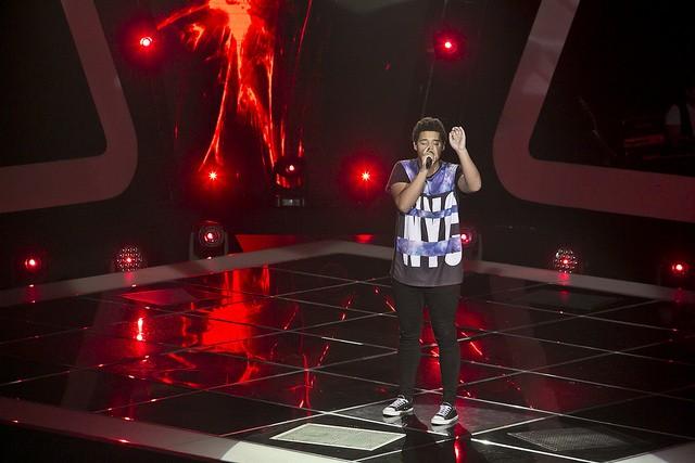 """Junior Oliveira virou 4 cadeiras e cantou """"Rosa Sangue"""" com a Marisa"""