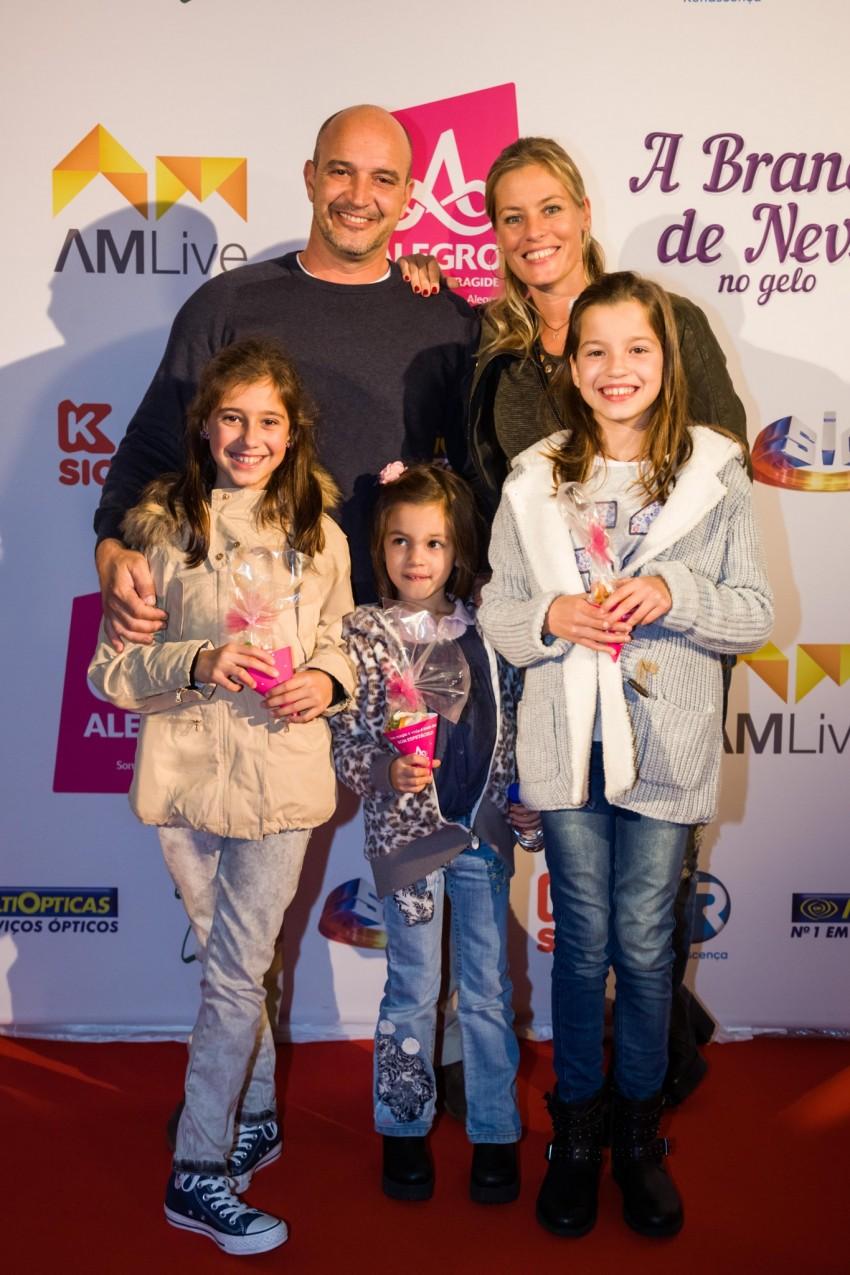 Bárbara Elias e Nuno Graciano com as filhas