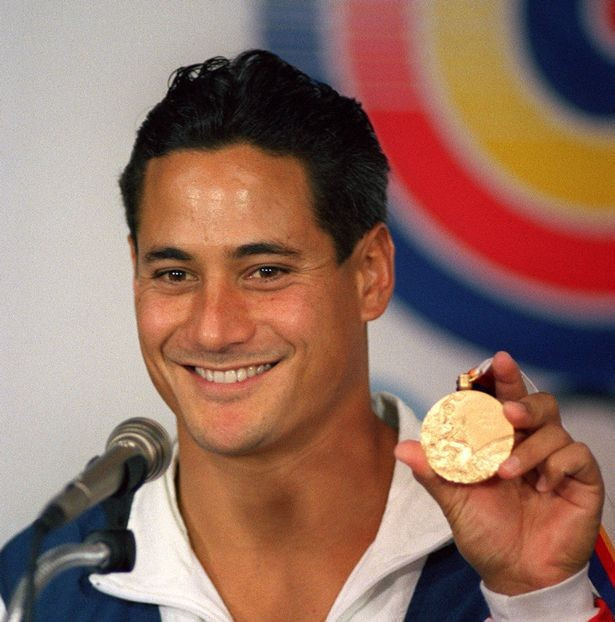 Greg Louganis, atleta olímpico, assumiu a doença em 1988, seis meses depois vencia o ouro em Seoul na prova de saltos para a piscina.