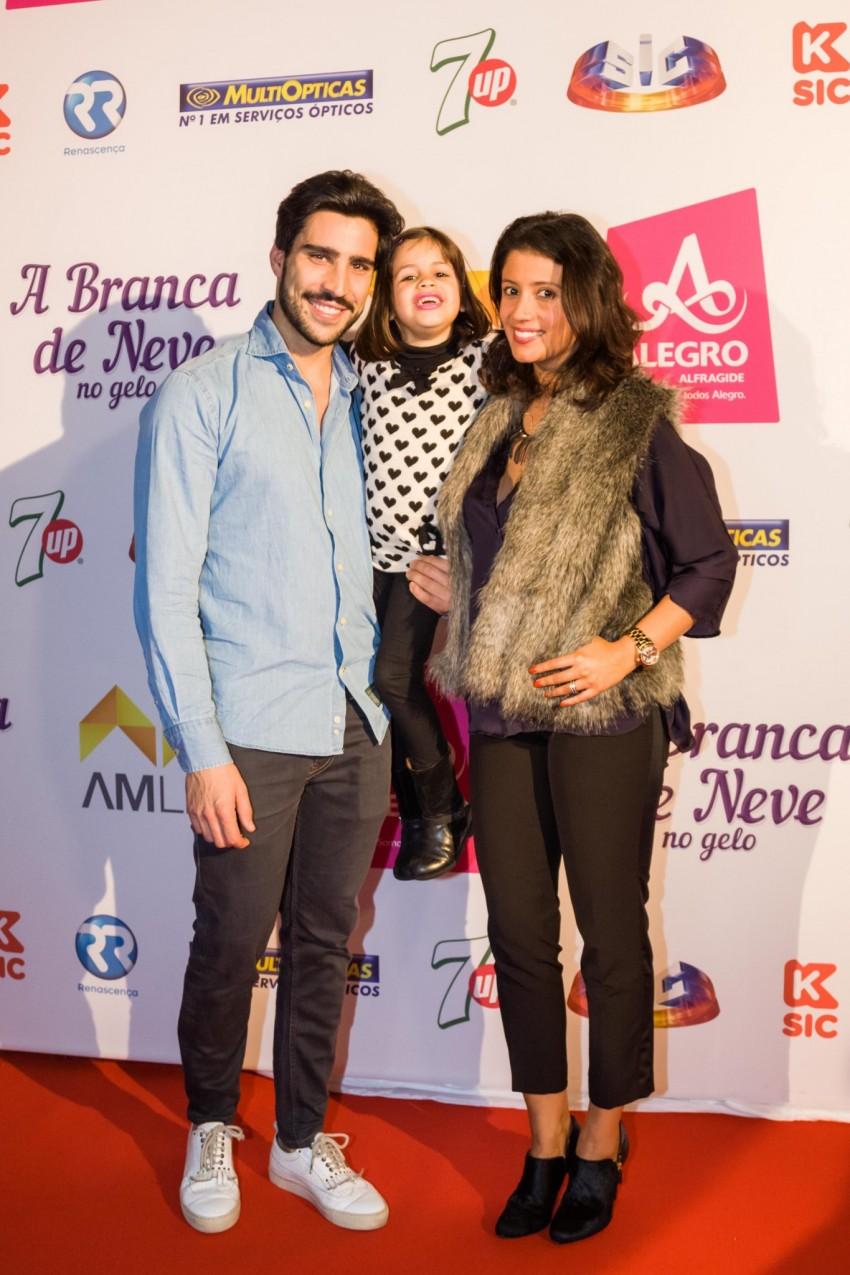 Inês Simões com o namorada, bruno Queirós, e filha, Beatriz
