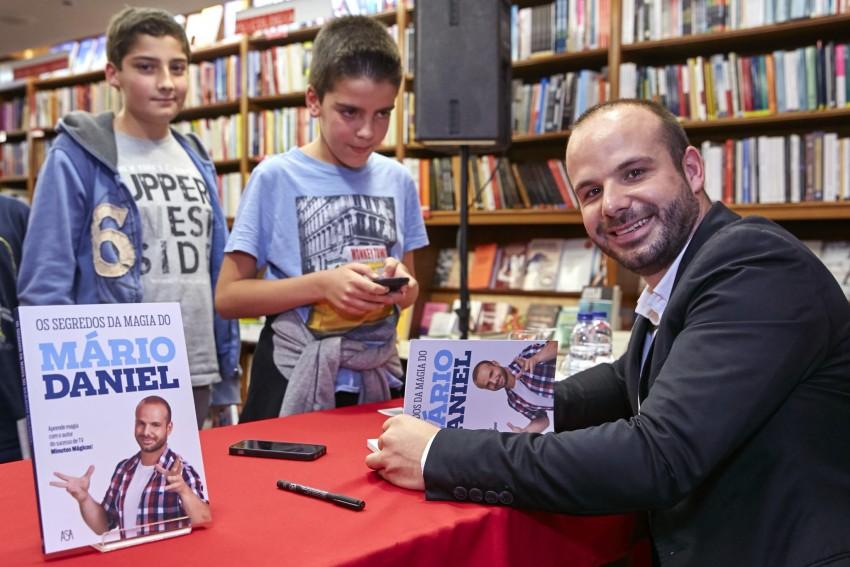 Mário Daniel distribuiu autógrafos