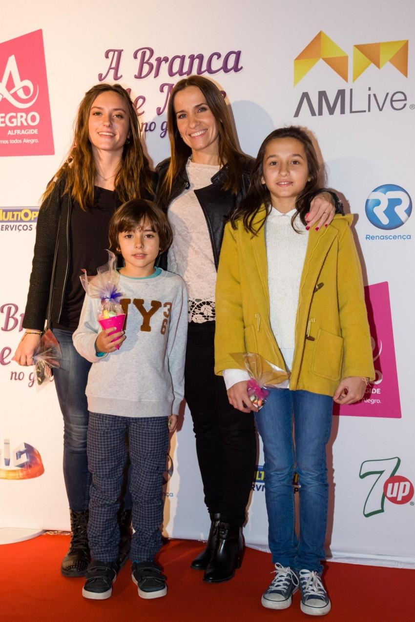 Lurdes Baeta e os filhos Madalena, Sofia e Pedro