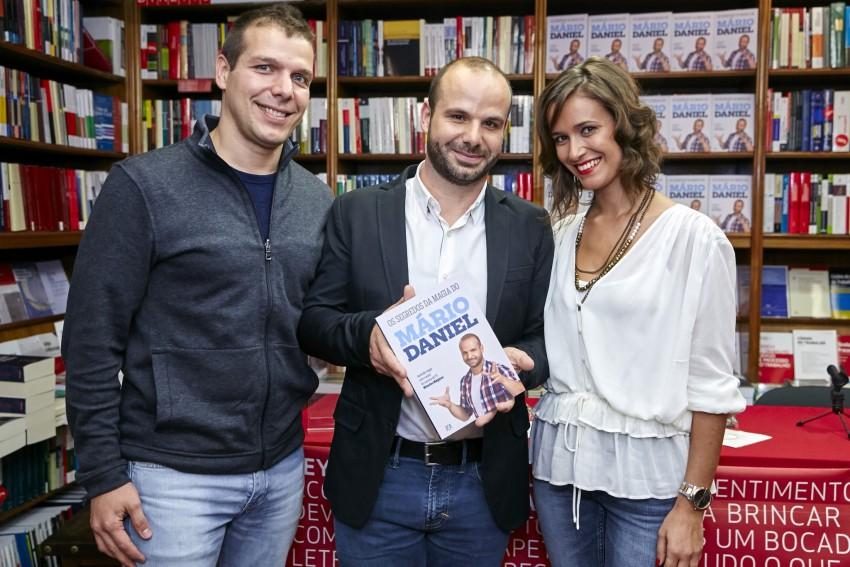 Mário Daniel com o irmão David Mendes e a mulher Cláudia Pedrosa