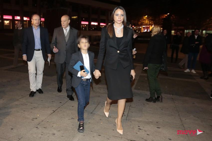 Fernanda Pinto da Costa com o filho, João, à chegada ao Rivoli