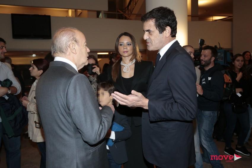 Pinto da Costa à conversa com Rui Moreira, sob o olhar atento da mulher