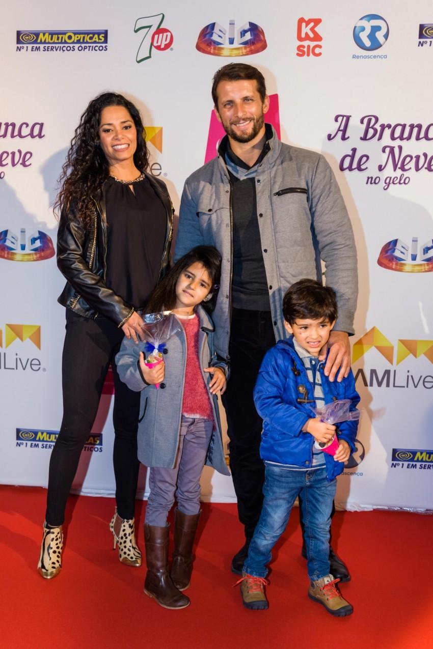 Mónica Sofia e Rubim com os filhos, Mia e Kenzo