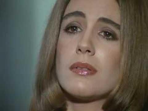 A atriz brasileira Sandra Breá assumiu publicamente, em agosto de 1993, que foi contaminada pelo vírus da Sida. Morreu sete anos depois devido a um cancro no pulmão