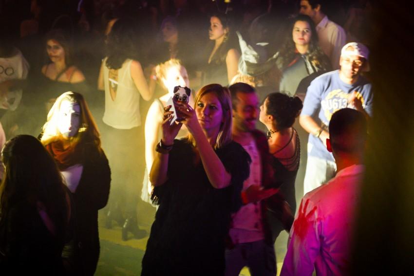 Vanessa Oliveira fotografa o namorado, DJ Kamala