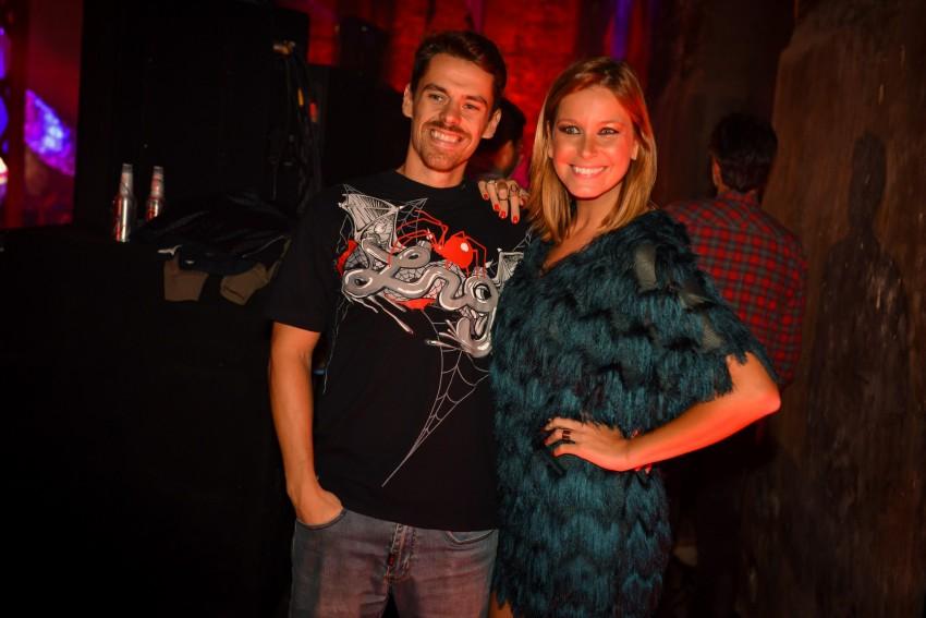 Vanessa Oliveira e o namorado Jo+úo