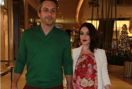 O ator brasileiro Alexandre Nero casou-se com Karen Bruttolin numa cerimónia íntima, em julho.