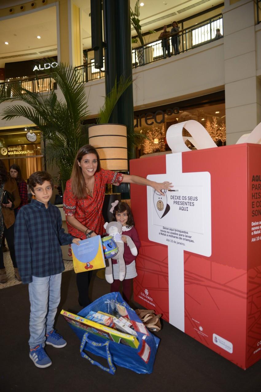 Teresa Peres com os filhos, Matilde e Francisco