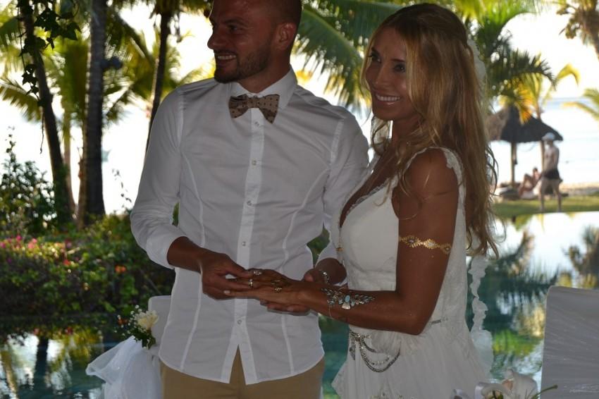 """Cláudia Jacques e Olivier da Silva disseram o """"sim"""" em outubro nas ilhas Maurícias."""