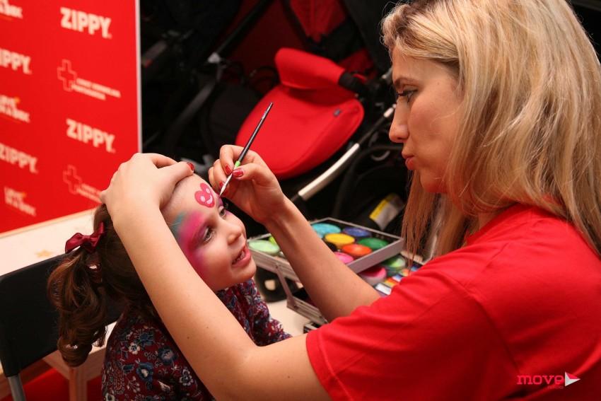A filha de Joana Câncio divertiu-se a pintar a cara