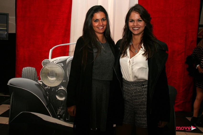 Alice Alves acompanhada da sua irmã