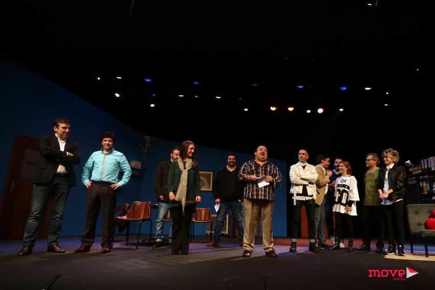 Os atores recebem os aplausos do púbico no final do espectáculo