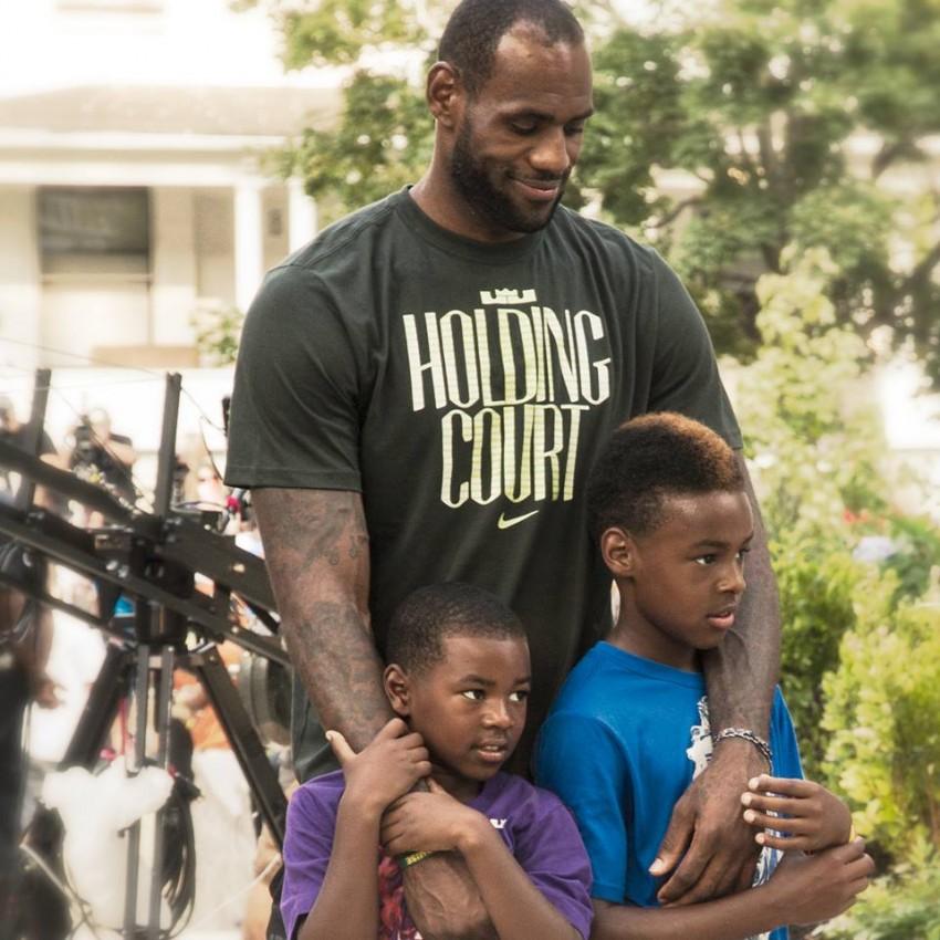 8. LeBron James com os filhos