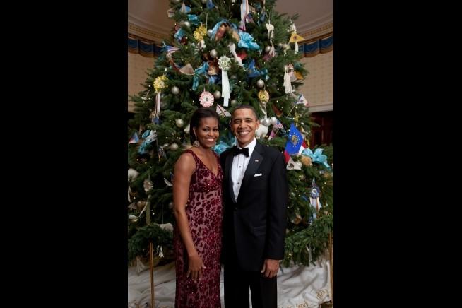 O casal junto à árvore de Natal em 2010