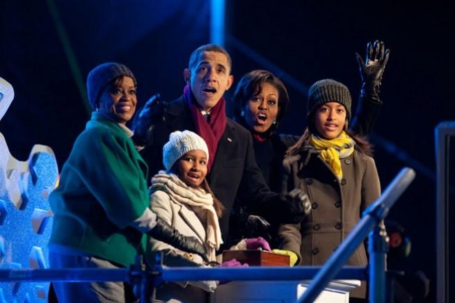 A família acendeu as luzes da árvore em 2010