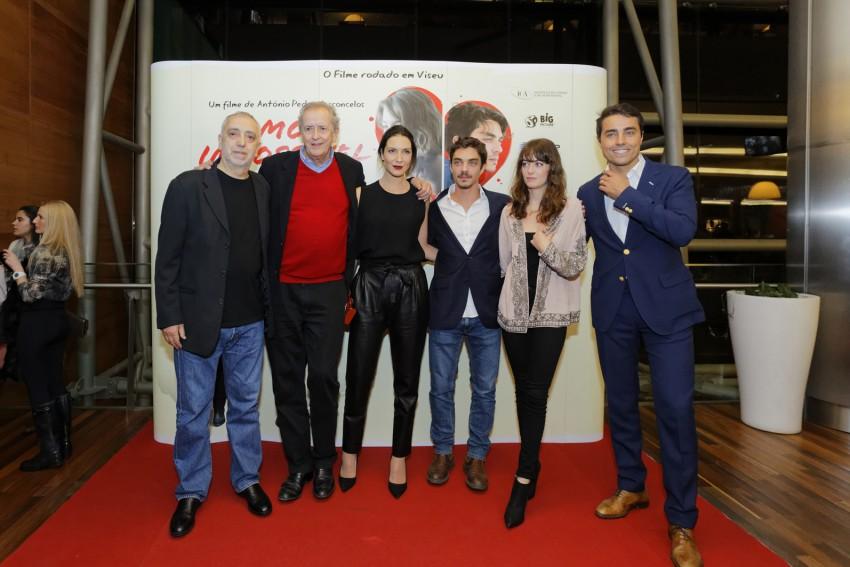 O realizador com os atores do filme