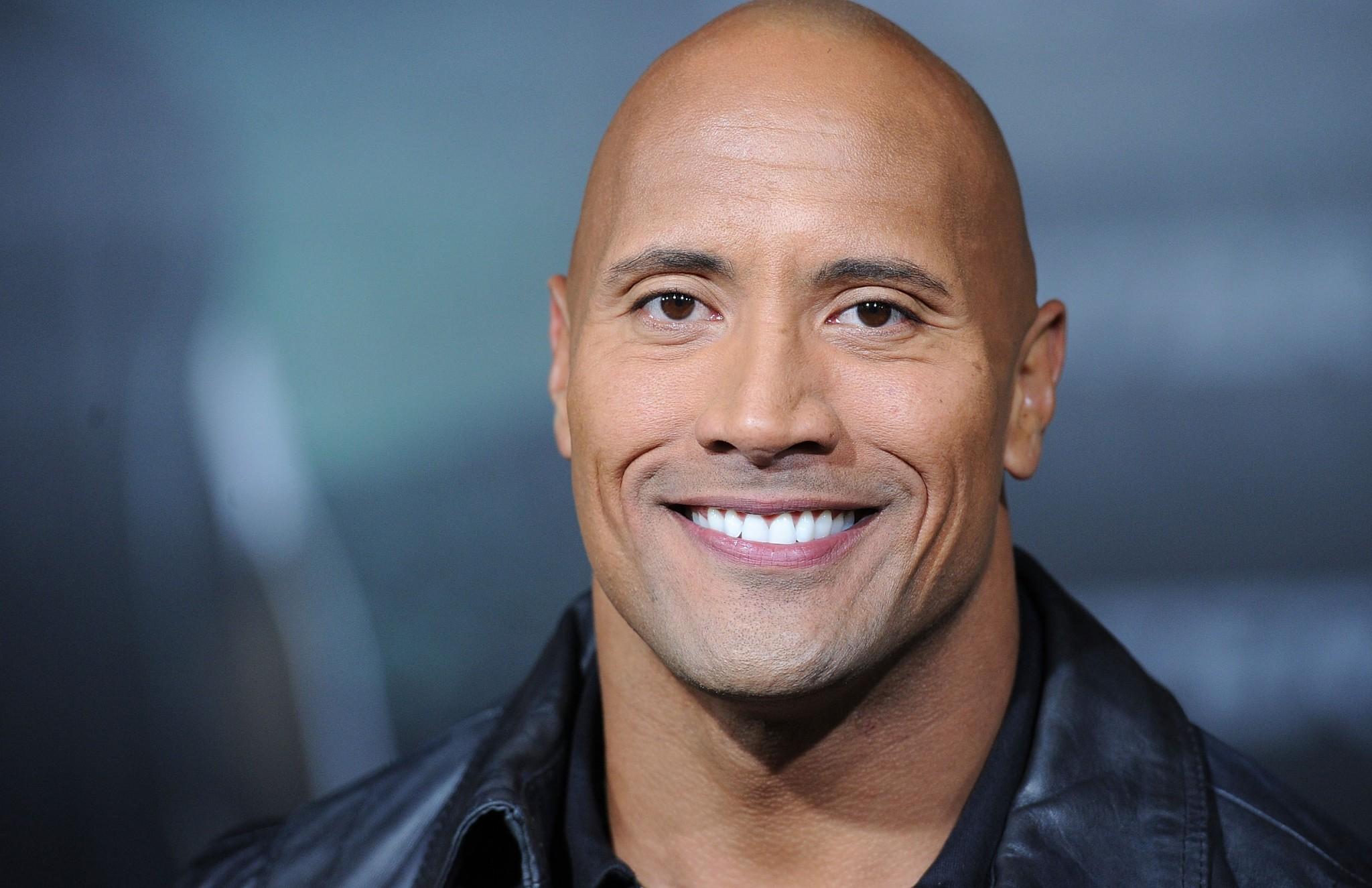 """db8d8778c122a Dwayne  The Rock  Johnson foi eleito o """"homem mais sexy do ano 2016"""" pela  famosa edição da revista People, """"Sexiest Man Alive""""."""