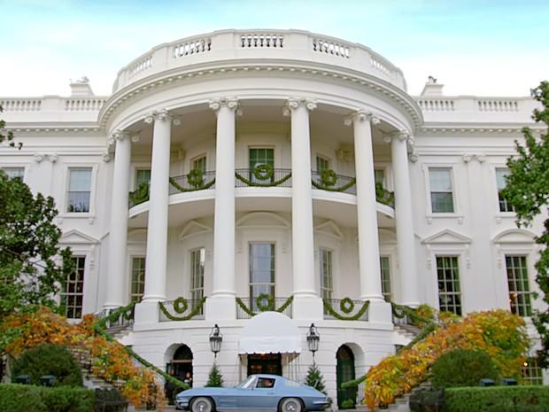 O carro de Jerry Seinfeld estacionado à porta da Casa Branca
