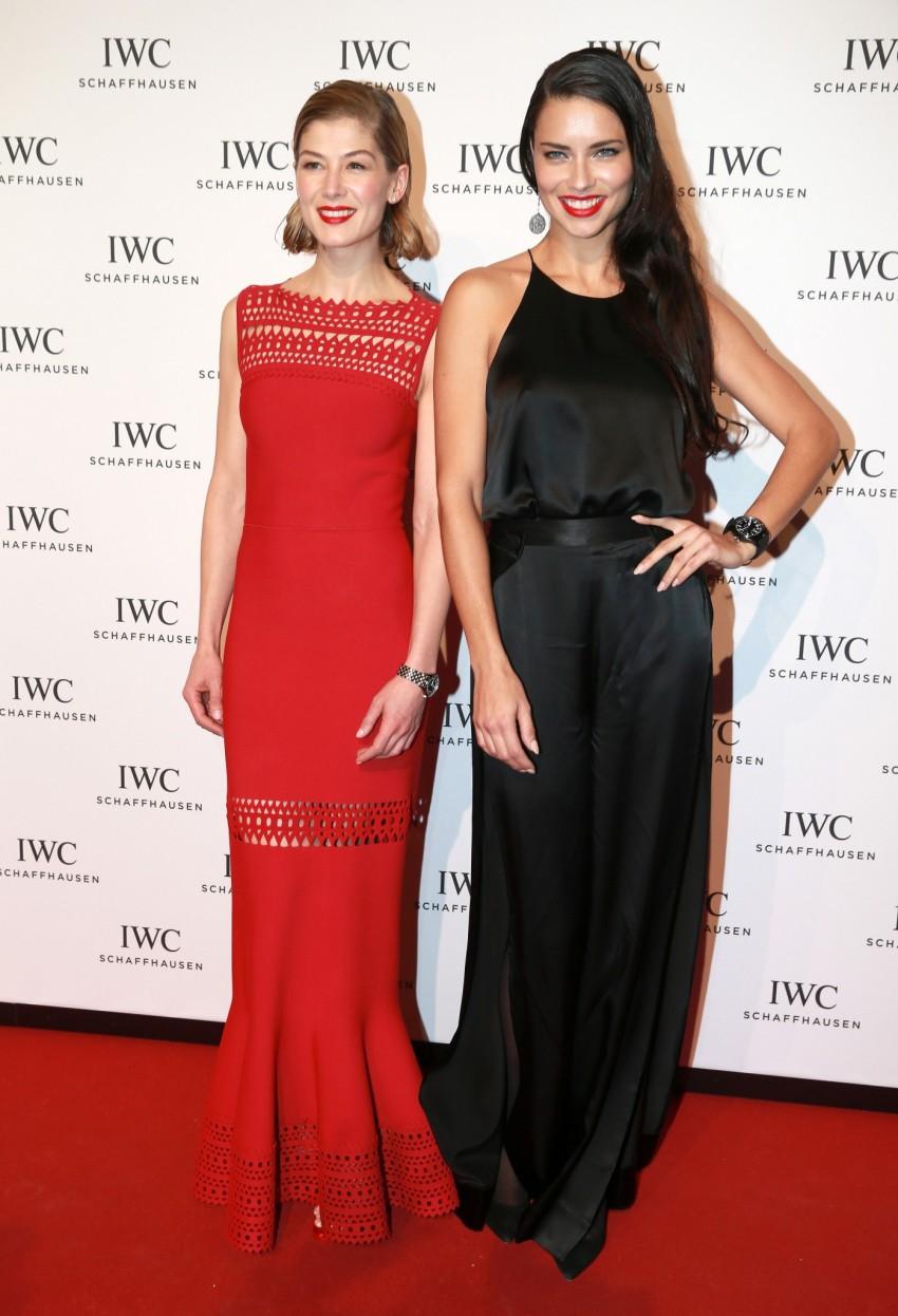 Rosamund Pike e Adriana Lima