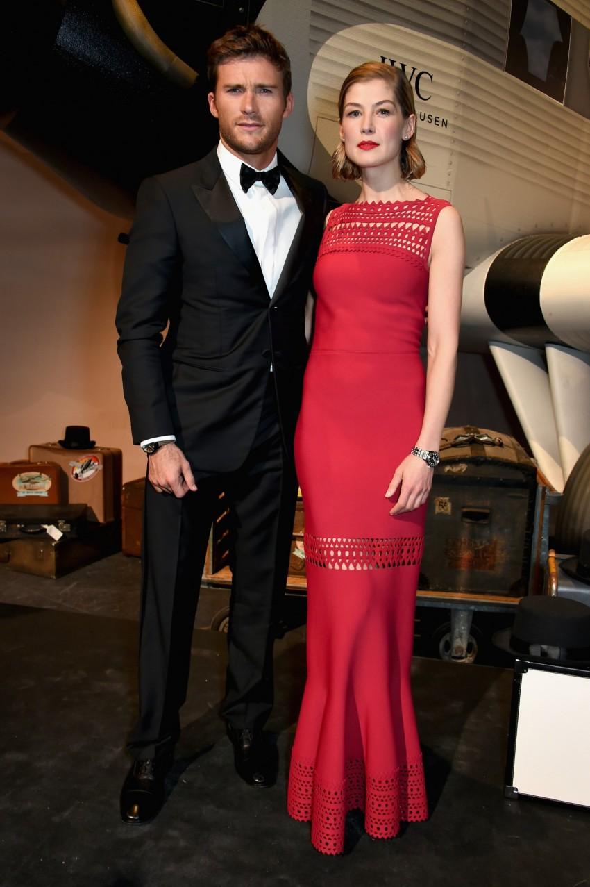 Scott Eastwood e Rosamund Pike