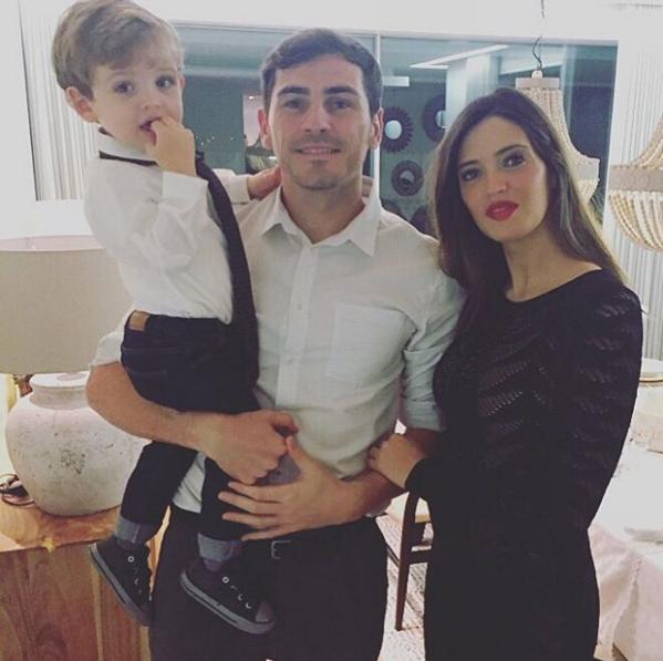 Casillas e Sara Carbonero com o filho, Martin