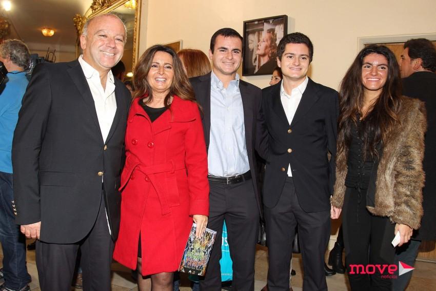 Serenela Andrade com o marido,  José Carlos Antunes, e os filhos, Bernardo, Sofia e Miguel