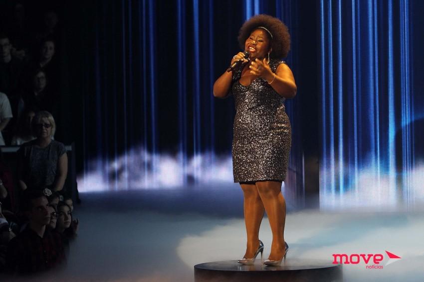"""Deolinda Kinzimba cantou """"Hurt"""""""
