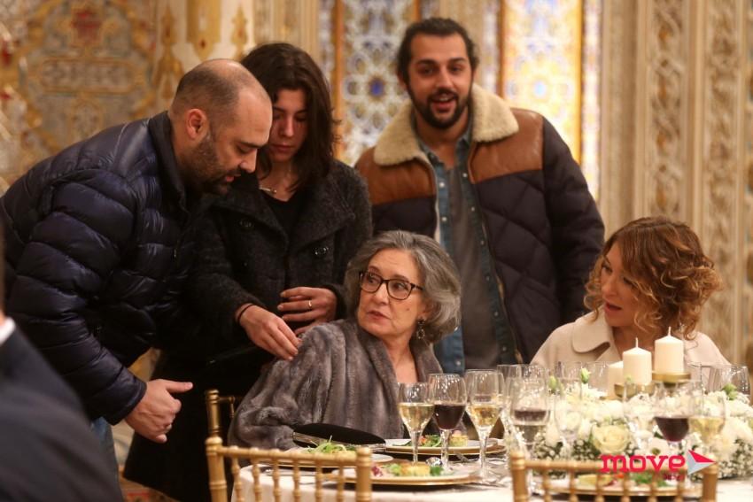 Margarida Carpinteiro e Adelaide Sousa ouvem as orientações do realizador