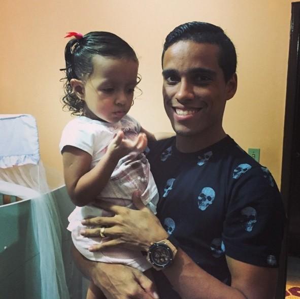 O craque com a filha Marcela, de dois anos.