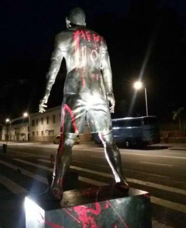 estatua CR7