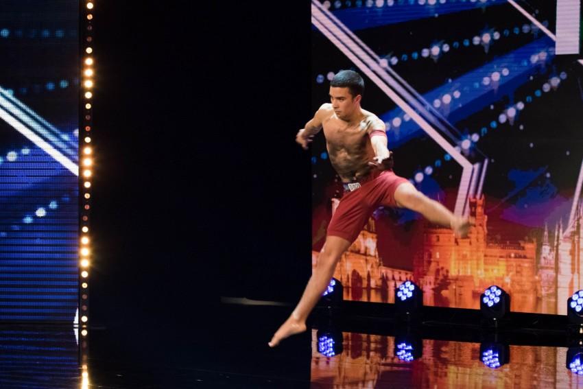 Aos 9 anos, Tiago Martins era ginasta e mais tarde passou a coreografo de ginástica, onde despertou o interesse pela dança. O seu objetivo é fazer carreira como bailarino profissional em Portugal. Para si, o mais importante é estar em cima do palco e no fim da atuação receber os aplausos.