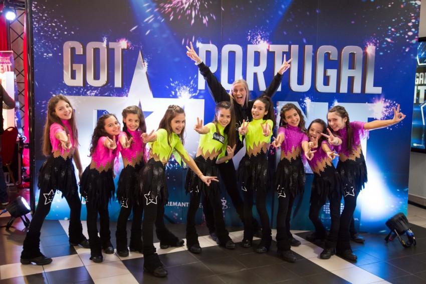 As We Dance são um grupo de nove raparigas escolhidas para representar a Escola de Dança com o mesmo nome. Orientadas pela professora Raquel, este grupo existe há quatro anos, mas o projeto We Dance só existe desde novembro de 2014.