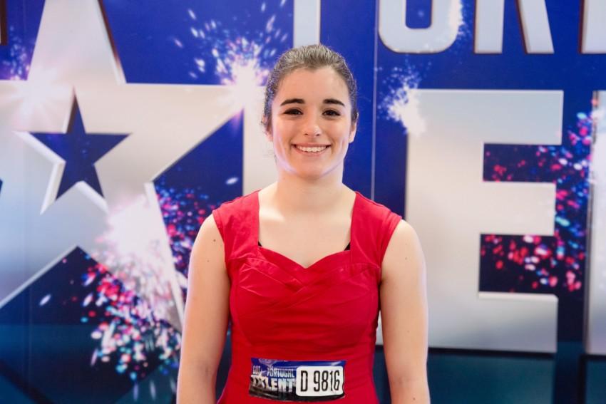 Carolina Vasconcelos começou a dançar aos 13 anos. Aos 15, por ideia da mãe, foi estudar para o Chapitô, onde se está a especializar na técnica que mais gosta – o Cyrwill. Em Portugal, apenas duas pessoas praticam esta modalidade.