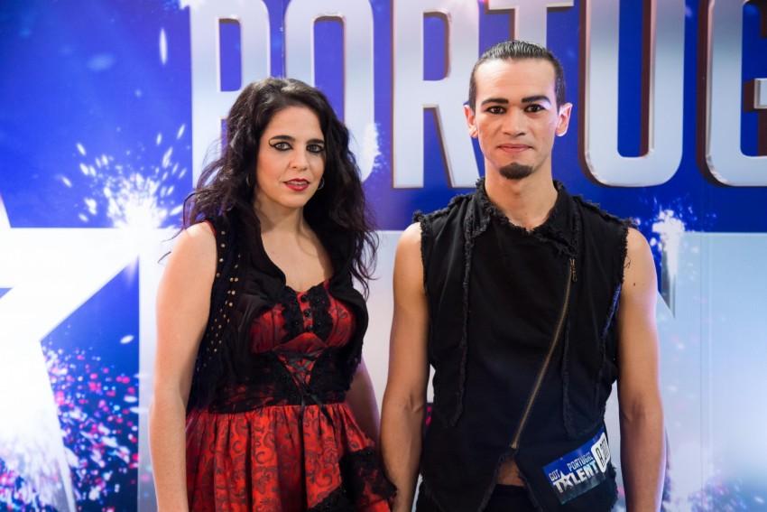 Asacocirco - João é brasileiro e Miriam espanhola. São casados. Vivem há três anos em Baiona, por ser na fronteira entre Portugal e Espanha. Pretendem divulgar a arte do malabarismo.