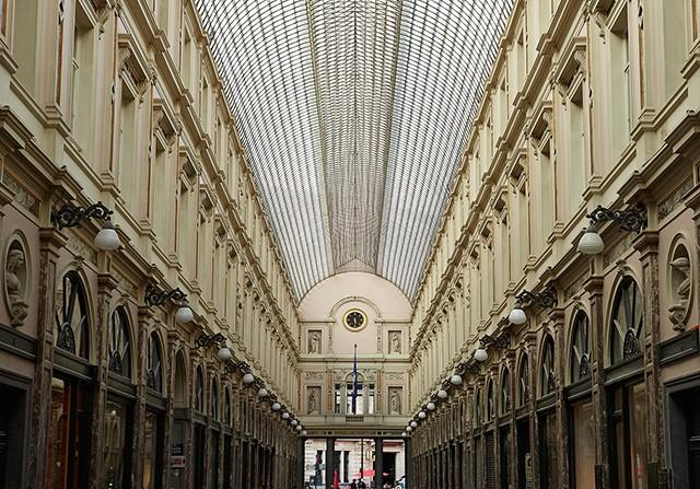 H ôtel des Galeries (Bruxelas, Bégica) Dormir  num  monumento  histórico,  percorrer  as  lojas  e  ir  ao  cinema  da  Galeria  Royales Saint-Hubert, em Bruxelas.