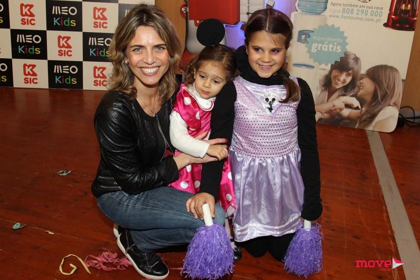Sandra Felgueira com a filha e uma amiga