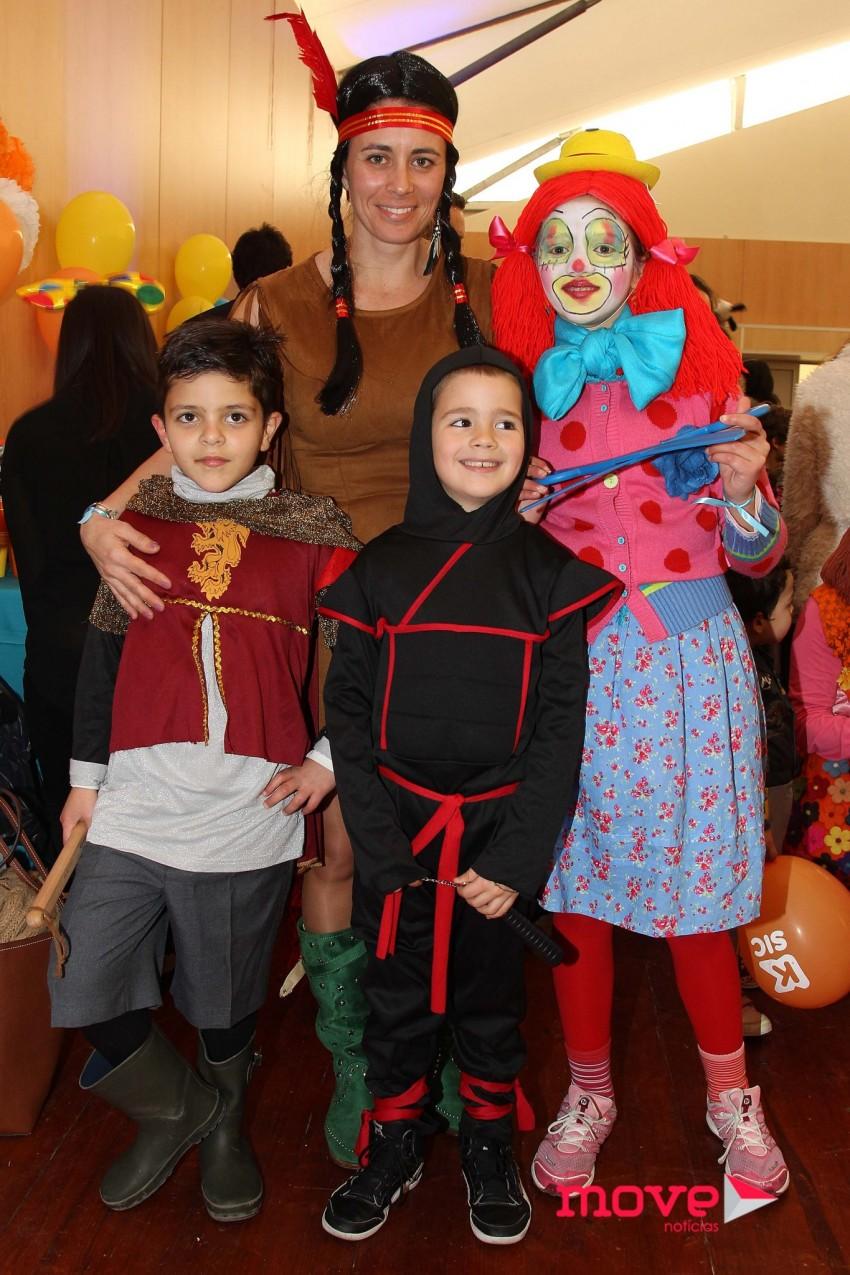 Andreia Vale com o filho e amigos