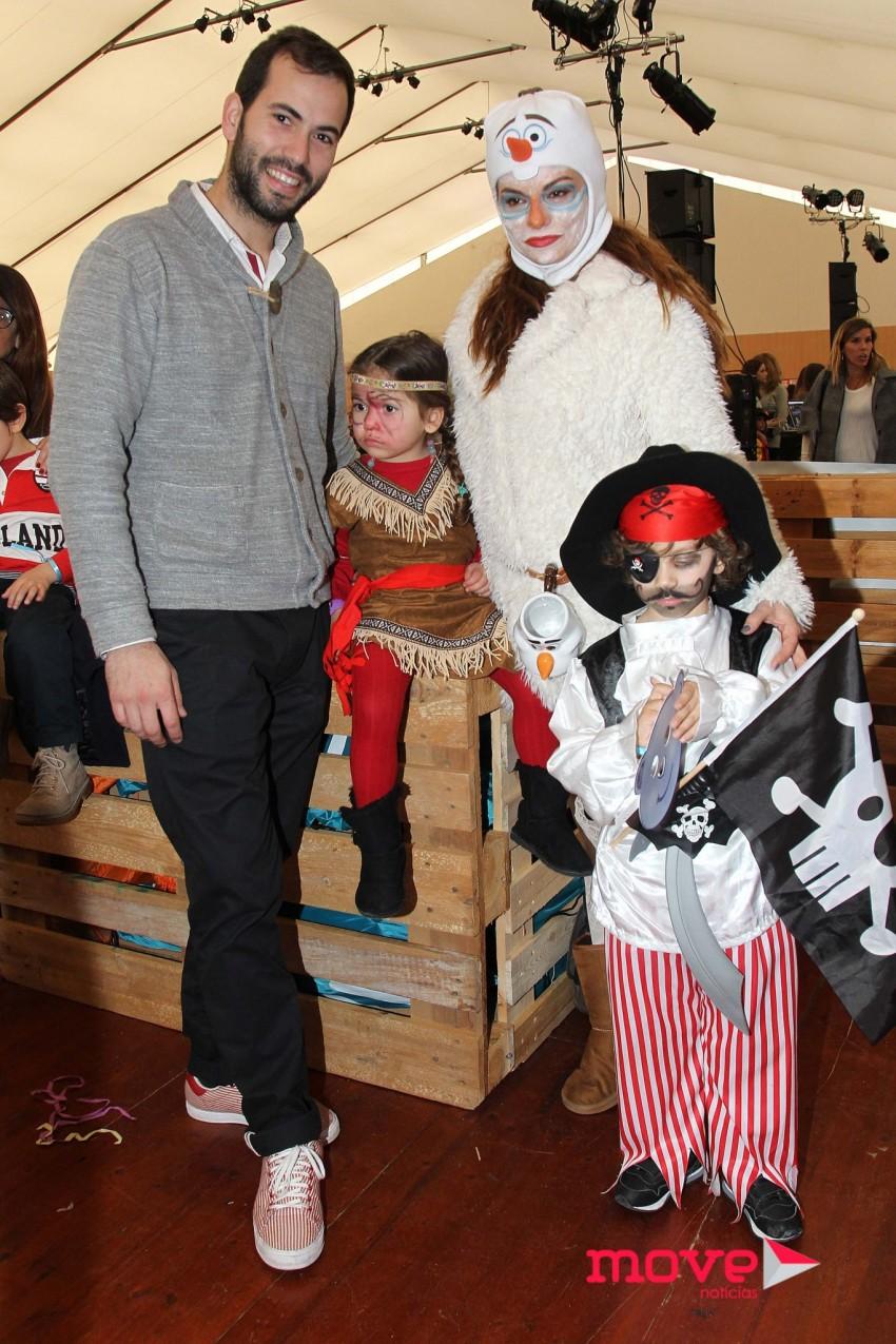 Rita Mendes com o namorado, Hugo Caetano, e os filhos
