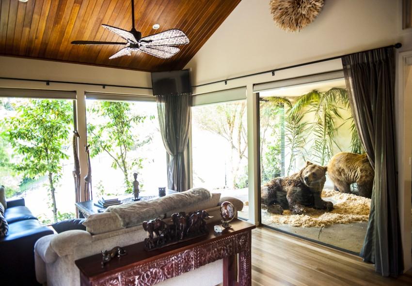 Jamala Wildlife Lodge (Camberra, Austrália) Tomar um banho em frente a um urso, jantar à frente de leões ou  observar tubarões e peixes  num aquário gigante a partir da sua cama...