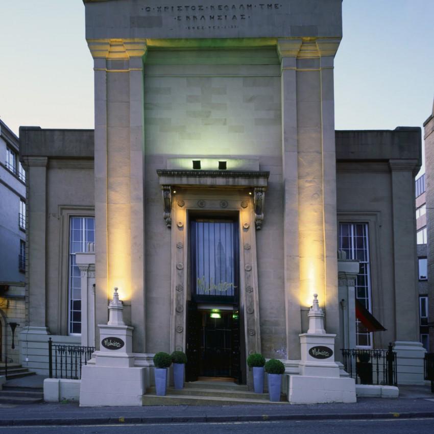 Malmaison Glasgow (Glasgow, Reino Unido) Com  aspecto de  templo,  o  hotel  Malmaison  Glasgow  localiza-se  numa  antiga  Igreja  Ortodoxa Grega. Segundo o hotel, é o local ideal para se instalar se quer explorar as lojas,  galerias de arte e teatros que se situam à sua volta.