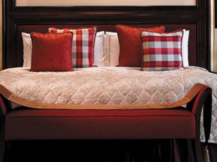A suíte Shangri-La, do hotel Shangri-La Bosphorus em Istambul, Turquia, possui dois quartos e vista para o Estreito de Bósforo, que marca o limite dos continentes asiático e europeu no país. Por 30.000 dólares a noite, os hóspedes também podem usufruir de três terraços privativos, entre outros luxos.