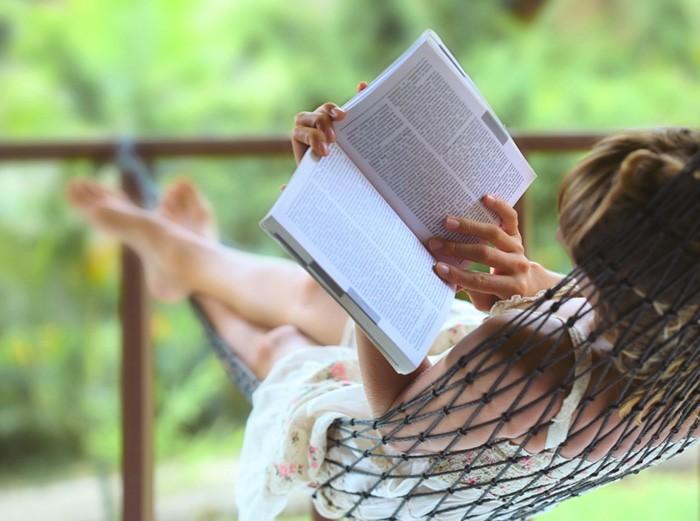 Quem preferir pode optar por ficar em casa a ler um bom livro ou a assistir a um filme