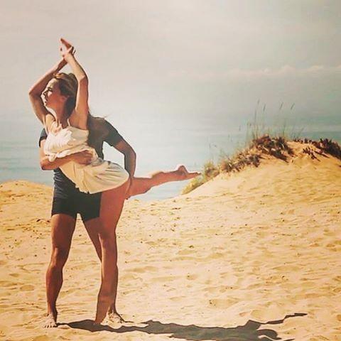 Sara Prata - Feliz dia da Mulher- Porque todas somos um pouco bailarina. Além das forças, sempre a lutar e vencer, sempre com sorriso, ou em busca dele, pelos direitos, deveres, pelos braços e mãos especiais.Por nós, por eles, por ti. Por sermos mulheres, as complicadas, as únicas.