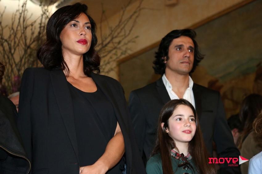 Débora Monteiro e Marco Costa durante a apresentação da novela